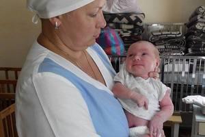 На Донбассе мать бросила на улице новорожденного