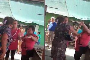 В Геническе женщина избила продавщицу рыбой