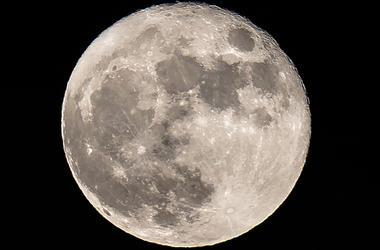 В недрах Луны есть вода – планетологи