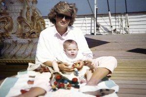 Подробности личной жизни: принц Уильям рассказал, как папарацци доводили принцессу Диану до слез