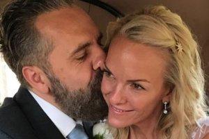 48-летняя дочь Руперта Мердока вышла замуж за художника