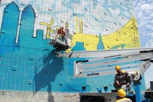 Яркие сюжеты промышленного города: ДТЭК подарил Днепру два мурала