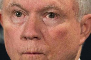 Республиканцы выразили поддержку генпрокурору Сешнсу