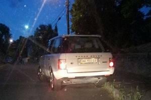 """В Киеве """"мажорная"""" блондинка на Range Rover пыталась протаранить чужое авто"""