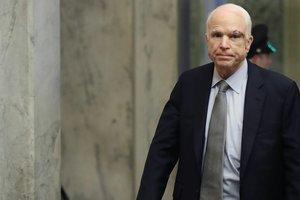 Символ борьбы: в сети обсуждают выступление Маккейна в Сенате после операции на мозге