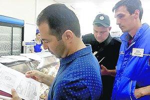 В Харькове из-за вспышки ботулизма массово проверяют торговцев рыбой