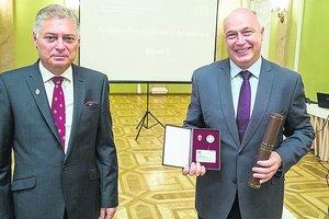 Международный скандал в Харькове: бизнесмен продавал липовые дипломы британского вуза