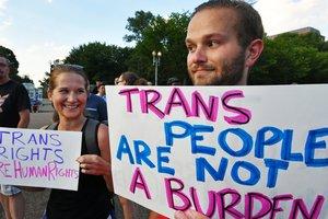 Американцы взбунтовались из-за запрета армейской службы трансгендерам