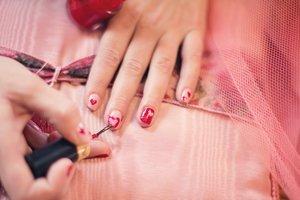Причины ломкости ногтей и способы их лечения