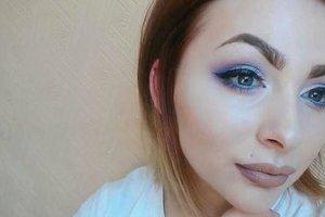 Бьюти-блогера с псориазом бросил бойфренд, увидев ее без макияжа