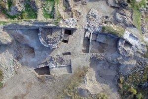 Археологи раскопали редкую византийскую икону из слоновой кости