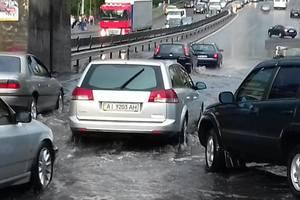 После ливня десятки киевских автомобилистов потеряли номерные знаки