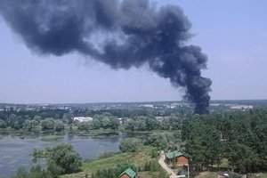 При пожаре на складе автозапчастей в Харьковской области пострадали двое мужчин