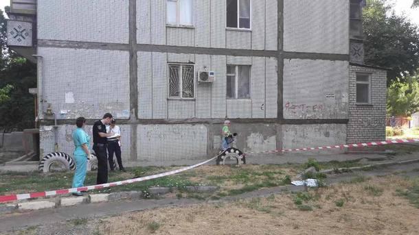 Двухлетний ребенок разбился, выпав с4 этажа вНиколаеве
