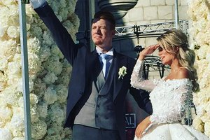 Алла Пугачева появилась на роскошной свадьбе внука в белом платье