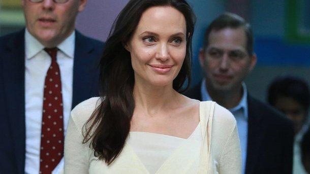 Анджелина Джоли вновь оказалась вэпицентре скандала
