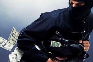 В Харькове грабители унесли из дома 300 тысяч гривен и ранили парня