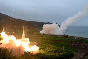 """Ким Чен Ын назвал запуски ракет """"строгим предупреждением"""" США"""