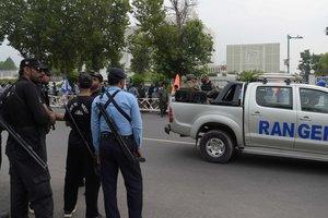 В Пакистане на дороге взорвалась бомба, есть жертвы