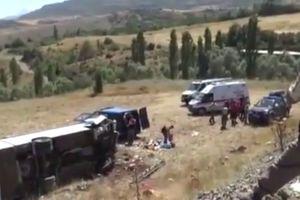 В Турции перевернулся автобус с туристами: ранены 26 человек