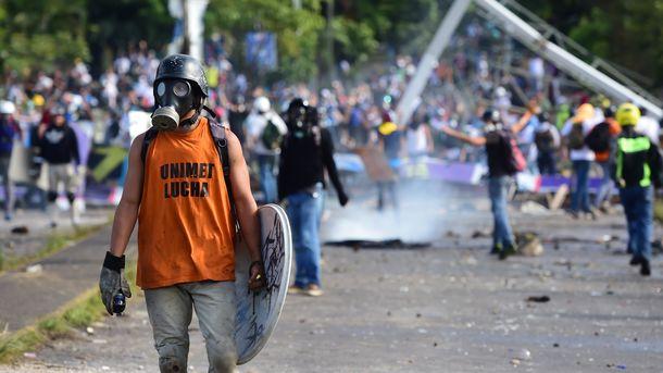 13 человек убиты вВенесуэле засутки впротестных акциях