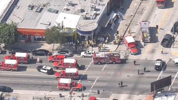 Восемь человек пострадали при наезде автомобиля напрохожих вЛос-Анджелесе