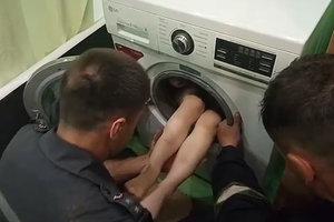 В Харькове семилетний мальчик застрял в стиральной машине