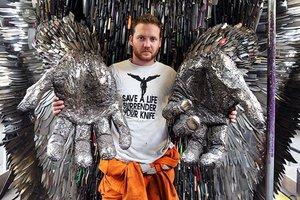 Ангел из 100 тысяч ножей: британец создал необычную скульптуру