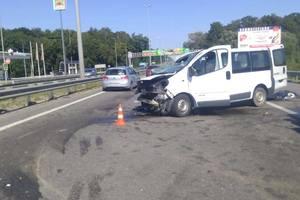 Смертельное ДТП под Киевом: микроавтобус врезался в фуру, погиб пассажир