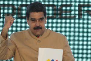 Мадуро заявил, что горд наложенными на него санкциями США