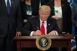 Трамп подписал закон о санкциях против России