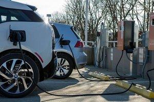 К 2030 году электромобили станут дешевле машин на бензине и дизеле