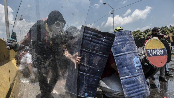ВВенесуэле спецслужбы увезли внеизвестном направлении 2-х лидеров оппозиции