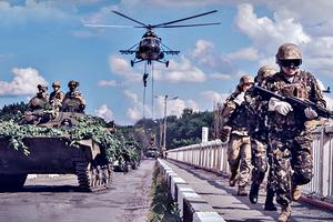 Порошенко и Гройсман поздравили военных с Днем ВДВ