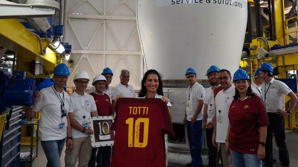 Футболку знаменитого Тотти запустили вкосмос