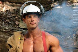 Сексуальные пожарные Австралии снялись для календаря