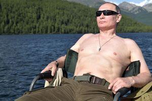 Как Путин рыбачил и загорал в Сибири: появились фото