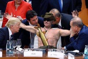 Охота Путина на щуку: в сети феерично поиздевались фотожабами