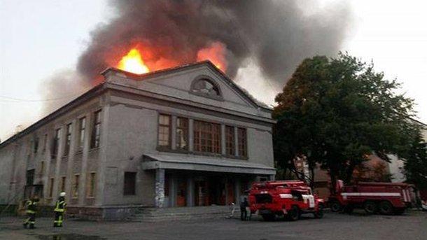 ВДонецкой области загорелось строение кинотеатра