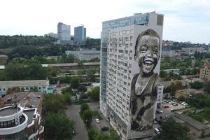 В Киеве появился мурал с очаровательным ребенком