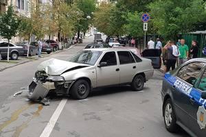 В Киеве водитель устроил ДТП на пять машин и сбежал