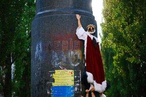 """""""Голый король"""" на улицах Киева – Белорусский свободный театр снял клип для """"Бумбокса"""""""