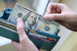 Курс доллара в Украине пошел вниз