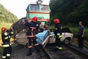 На Прикарпатье поезд раздавил легковушку: погибли двое детей и взрослых
