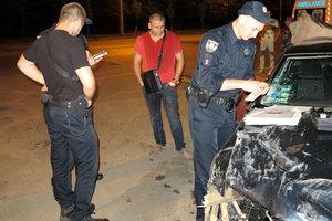 Подробности масштабной аварии на Сырце: водитель сносил ограждения и таранил машины
