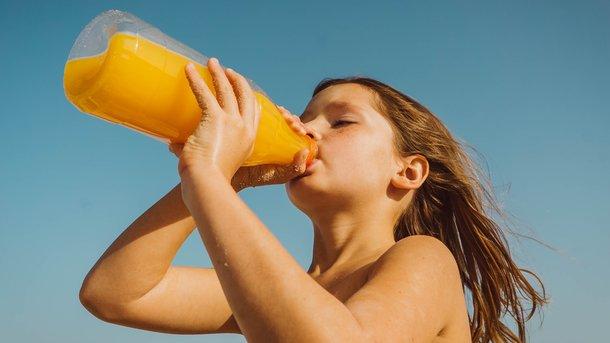 Пять миксов из свежевыжатых соков, которые помогут укрепить детский иммунитет