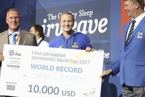 Сара Шестрем побила мировой рекорд в плавании на 100 метров