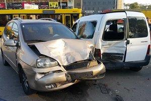 В Киеве на Петровке произошло масштабное ДТП с 6 автомобилями