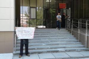 Суд в Крыму оставил в силе арест 76-летнего пикетчика с болезнью Паркинсона