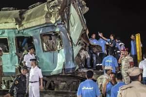 Число жертв столкновения поездов в Египте растет